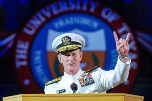 navy-seal-admiral-bill-mcraven-university-texas-austin-commencement-hook-em